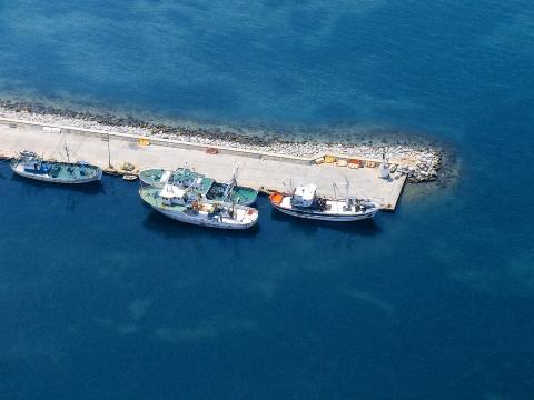 Τράτες στο λιμάνι.