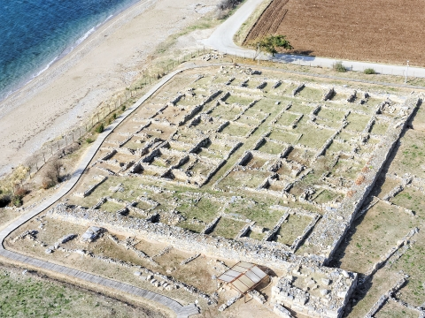 Αρχαιολογικός χώρος (υπό γωνία).